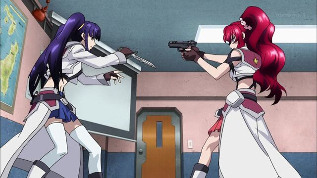 File:Cross Ange ep 04 Salia vs Hilda.jpg