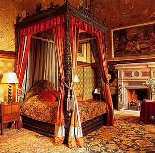 File:Not-a-palace dukebed.jpg