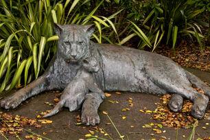 Big-cat-statue medium