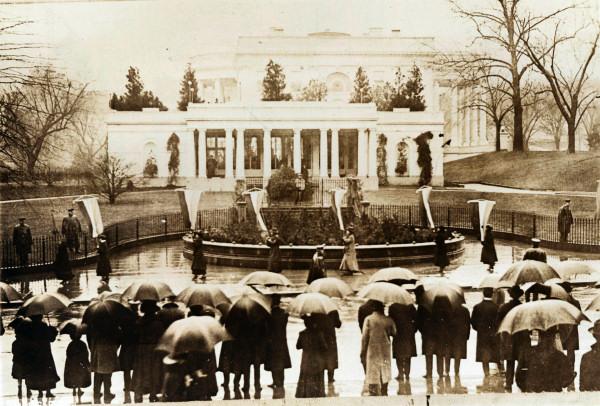 File:East-wing-picket-wilson-1917.jpg