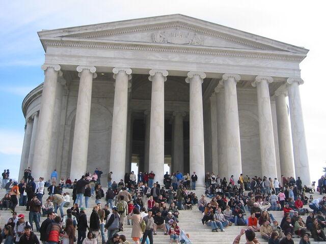File:Tourists Jefferson Memorial.jpg