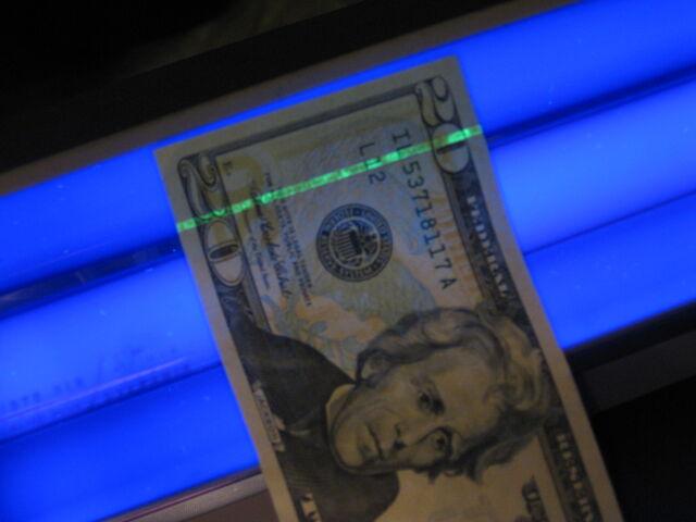 File:US $20 under blacklight.jpg