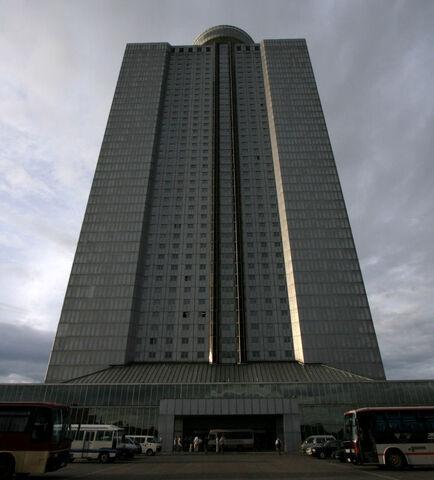 File:Dprk-hotel-yanggakdo.jpg