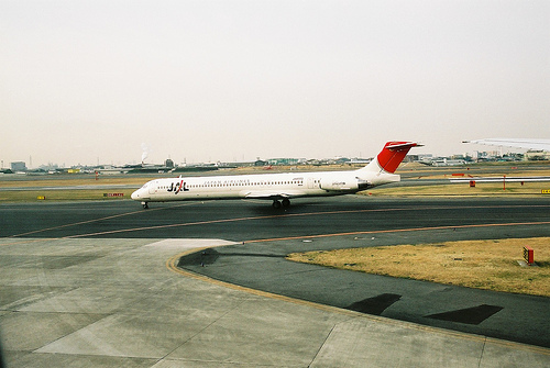 File:JAL DC-9-81 (JA8553) @ ITM/RJOO.jpg