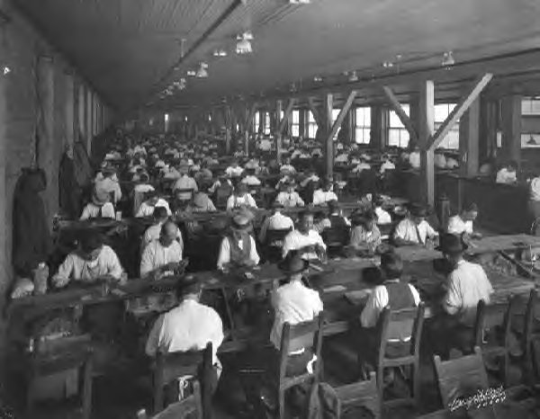 1924-factory-workers