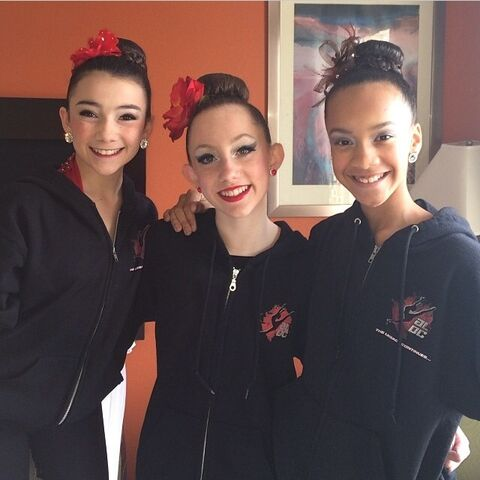 File:Chloe Smith 5678 with Kamryn Beck and Kaeli Ware 2013-12-08.jpg