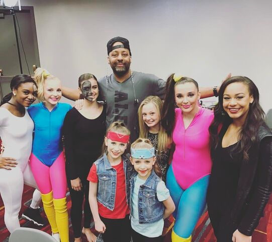 File:719 Girls in duet costumes with Jimmy.jpg