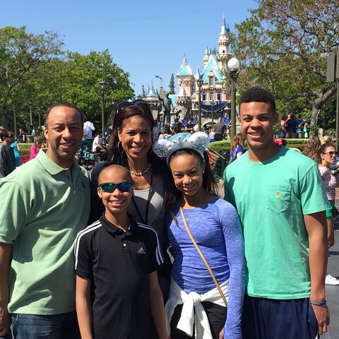 File:EvanSr Wi Holly Nia EvanJr 2015-04-06 Disneyland.jpg