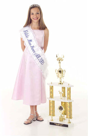 File:Taylor-Ackerman-trophy2 DMA 2005 Petite Miss Dance of PA.jpg