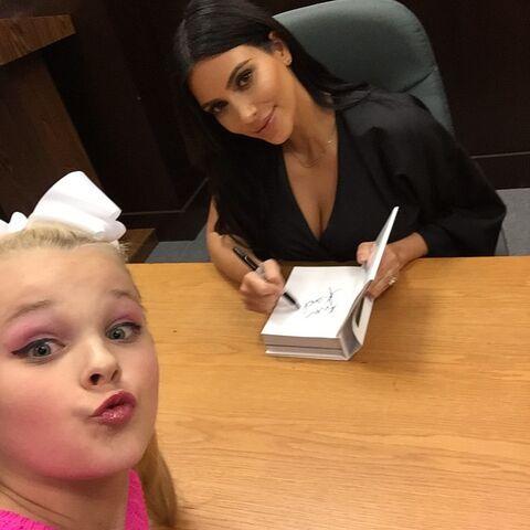File:JoJo at Kim Kardashian book signing - posted 2015-05-08.jpg