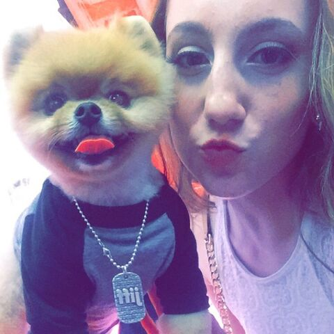 File:Chloe Smith and Jiff the Pomeranian at ALDC LA opening - 2015-05-30.jpg