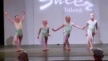 633 Mini Group Dance (3)