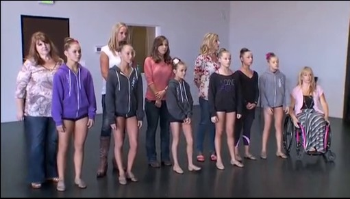 File:Hello Hollywood 14m Dancers and family B.jpg