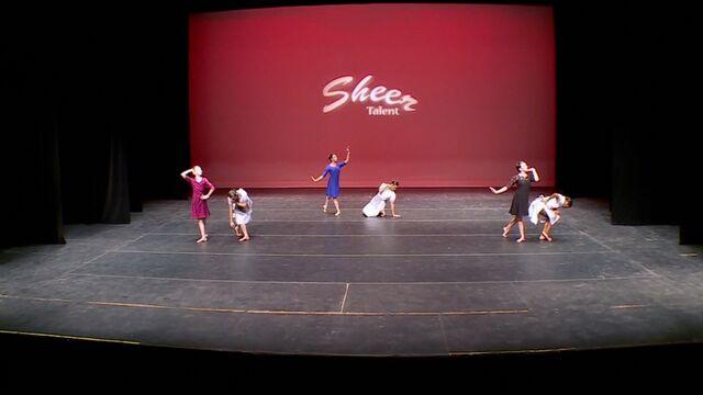 File:707 Group Dance.jpg