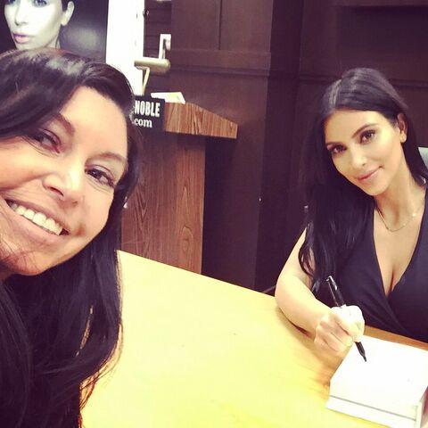 File:Kira at Kim Kardashian book signing - posted 2015-05-08.jpg