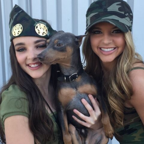File:Kendall shooting her video - with Ryleigh and IG rabbithedog.jpg