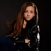 Tessa in leather jacket 2013-08-21