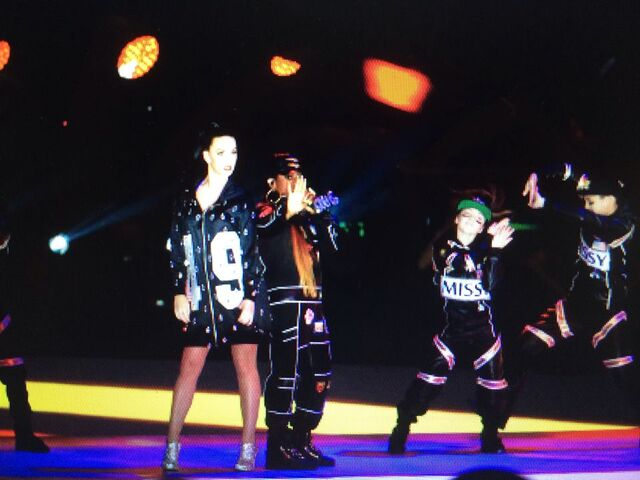 File:Kaycee Rice, Missi Elliot and Katy Perry at Super Bowl Half Time Show.jpg