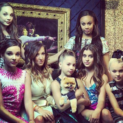 File:Maddie Kendall Gianna Mackenzie Jiff Nia Kalani JoJo - Reality TV Awards 9999.jpg