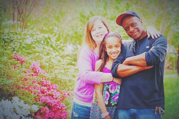 File:Kaeli with parents.jpg