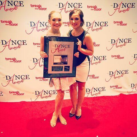 File:Maddie Ziegler and Gianna Martello - 3rd runner up junior female - The Dance Awards 2015.jpg