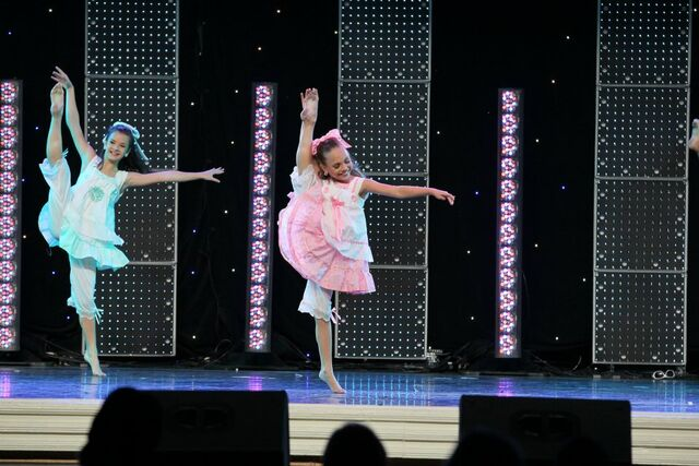 File:Rag Dolls - Brooke Hyland and Maddie Ziegler.jpg