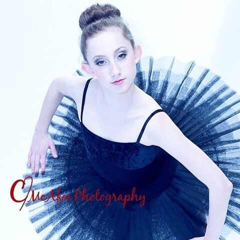 File:ChloeSmith looks like old pic - posted 2014-02-19.jpg