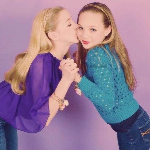 File:Maddie and Chloe.jpg