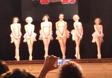 File:Group dance decadentdarlings.jpg