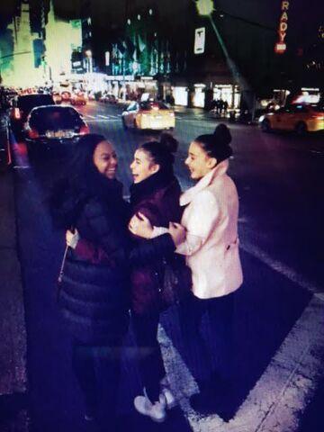 File:Girls in NYC.jpg