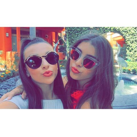 File:Kendall and Kalani with shades 2015-04-15.jpg