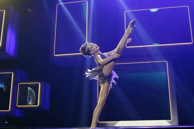 File:Maddie astra performance.JPG