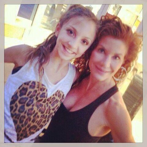 File:Tessa and mom Renee 2013-07-24.jpg