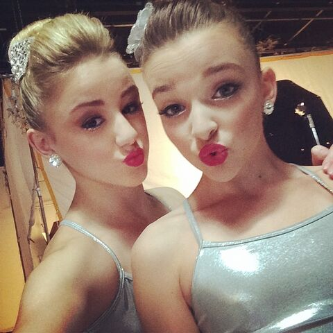 File:Chloe lukasiak with kendall vertes i7opaOtX sized.jpg