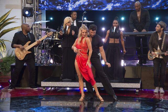 File:Heather and Maks S24 Week 10 Finale Night 2 Rumba Encore 1.jpg