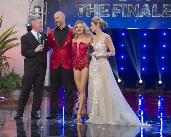 File:Tom David Linday and Erin S24 Week 10 Finale Night 2 1.jpg