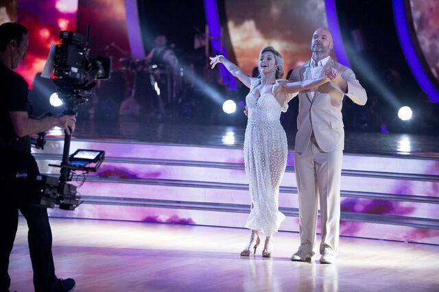 File:David and Lindsay S24 Week 10 Finale Night 1 Viennese Waltz 5.jpg