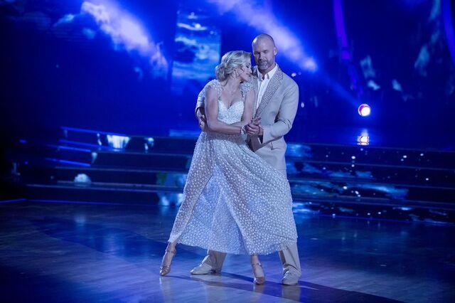 File:David and Lindsay S24 Week 10 Finale Night 1 Viennese Waltz 1.jpg