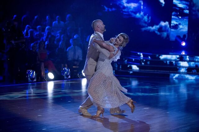 File:David and Lindsay S24 Week 10 Finale Night 1 Viennese Waltz 3.jpg