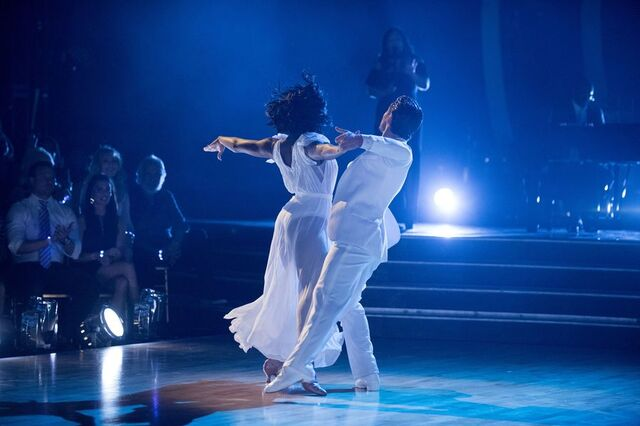 File:Normani and Val S24 Week 10 Finale Night 1 Freestyle 5.jpg