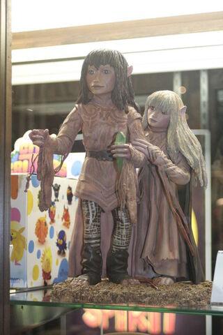 File:Jen-and-Kira-Statue.jpg