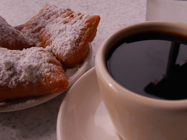 File:Coffee and beignets at Cafe Du Monde.jpg