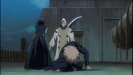 Rukia protects Ichigo from Kageroza