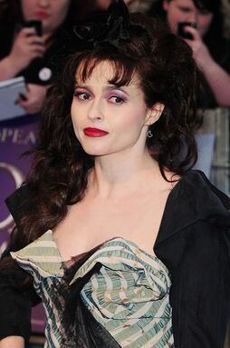 Helena-bonham-carter-uk-premiere-dark-shadows-01