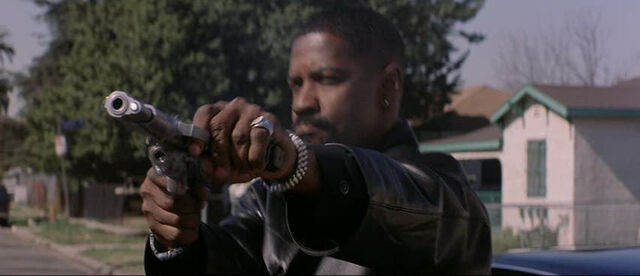 File:David Ayer wiki- Alonzo Harris in shoot-out in Training Day.jpg