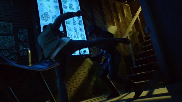 File:Oliver Queen fights --himself--.png