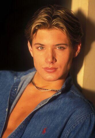 File:Jensen Ackley 1999 by Barry King-07.jpg