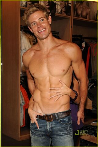 File:Trevor Donovan Shirtless.jpg