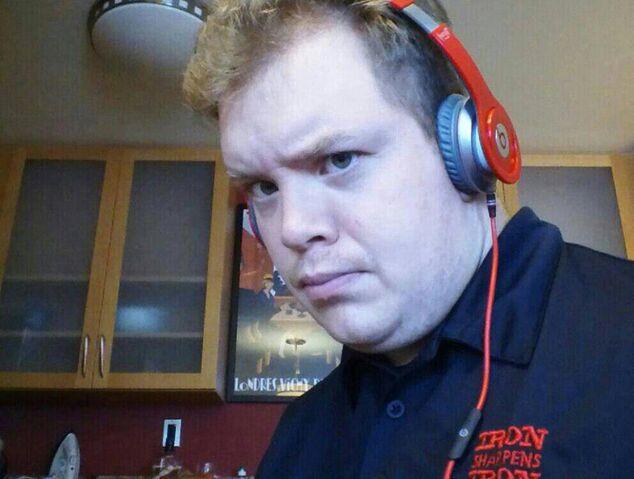 File:Anthony Beatsheadsets.jpg