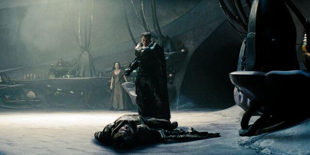 File:Zod standing over Jor-El.jpg